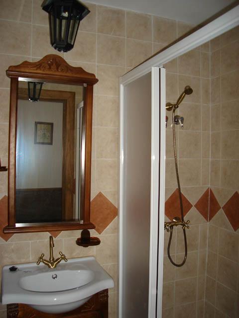 cuarto de baño de la casa de arriba